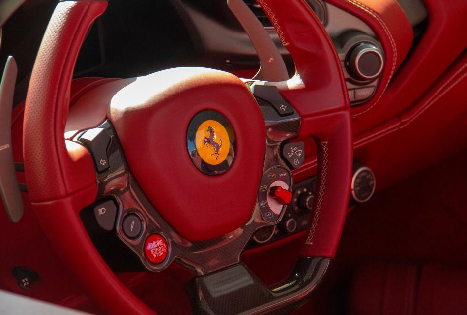 kierownica czerwonego ferrari