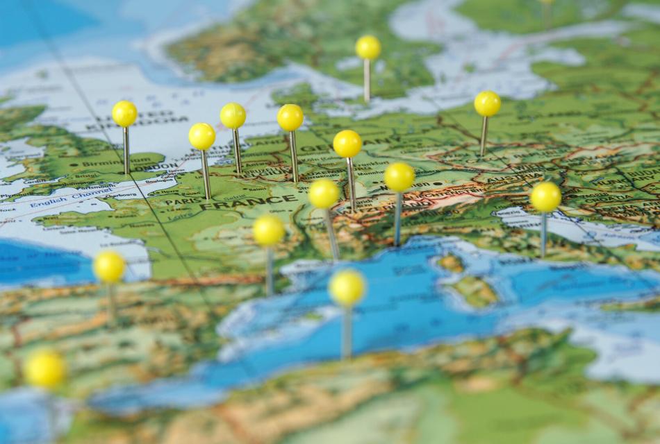 mapa europy z pinezkami